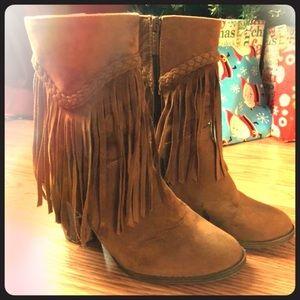 Tassel fringe, heeled boots
